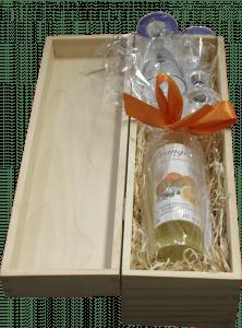 Weihnachtsangebot 200 ml Orangello mit zwei Gläsern in Holzkiste